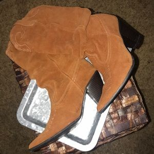 Beautiful cowgirl boots!